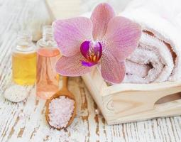 spa-set med orkidéer foto
