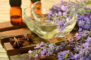 aromaterapibehandling med lavendel foto
