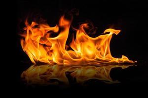 vackra eleganta eldflammor foto