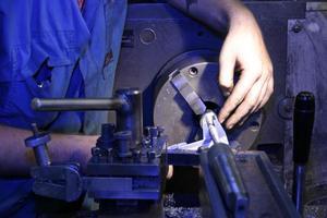 närbild av maskinen med operatören foto