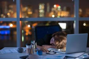 sova på arbetsplatsen foto