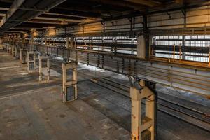 stor industrihall i en reparationsstation foto