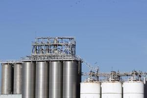 silo och lagringstankar foto