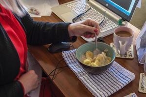 frukost på jobbet foto