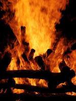 eld brinnande ved 14 foto
