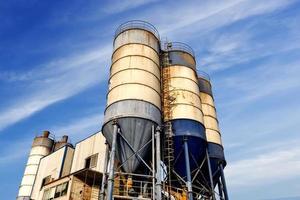 betongblandningstorn foto
