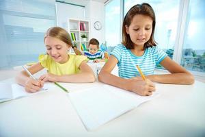 flickor i lektionen