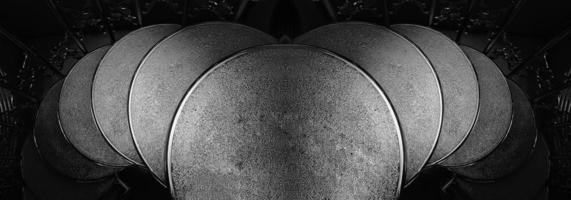 uppifrån av en spiraltrappa foto