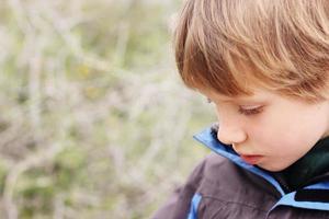 porträtt av 7 år gammal pojke foto