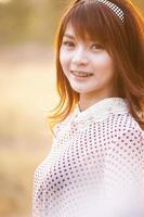mode för en höstflicka som bär randigt Thailand foto
