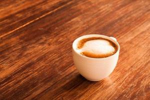 varm latte kaffekopp. foto