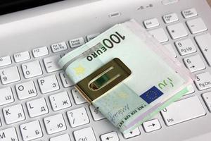 euro och dator foto