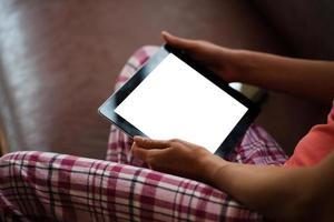 kvinnliga händer med digital tablet PC foto