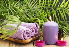 spa.scented ljus, eterisk olja och handdukar foto