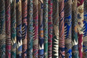 batik sarongs foto