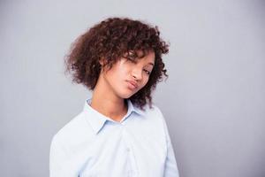 söt afro amerikansk kvinna som blinkar foto