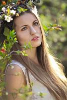 porträtt av en vacker vårnymf foto