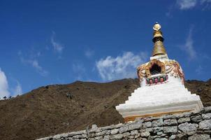 traditionell tibetansk stupa i Nepal, Asien