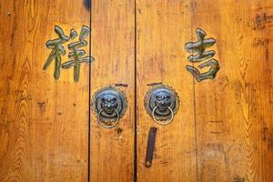 forntida dörr foto