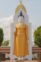 gyllene buddha staty