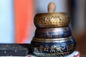 nepalesiska sjungande skålar. pokhara-nepal. 0780 foto