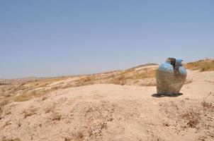 dekorativ kanna i öknen. Sahara. foto