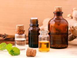 spa eterisk olja - naturliga spa ingredienser för arom aromater foto