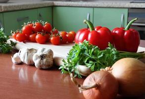 färska välsmakande grönsaker foto