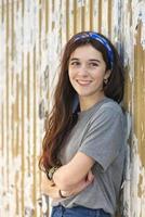 vackra leende kaukasiska ung kvinna pin up livsstil. foto