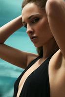 glamour porträtt av vacker modell med färsk daglig makeup foto