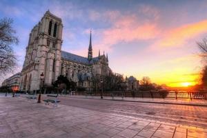 Paris - Notre Dame vid soluppgången, Frankrike
