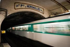 paris underground, på pte. de versailles stopp