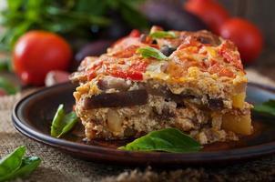 moussaka - en traditionell grekisk maträtt foto