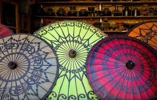 färgglada paraplyer foto
