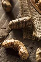 rå organisk gurkmeja krydda foto