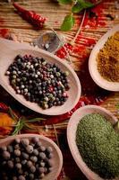 blandade kryddor foto