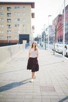 ung vacker blond hipster kvinna foto
