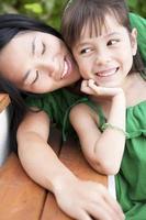 mor och dotter sommarporträtt foto