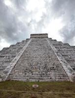 kukulkan pyramid i chichen itza på yucatan, mexico foto