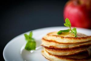 stekt fritters med äpplen foto