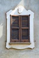 venegono varese italy abstrakt fönster persienn i th foto