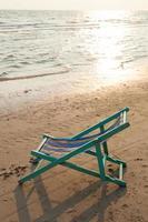 spjälsäng på stranden foto