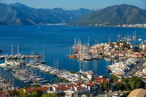 utsikt över Marmaris hamn på den turkiska rivieran. foto
