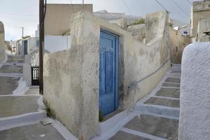 traditionell grekisk dörr på santoriniön