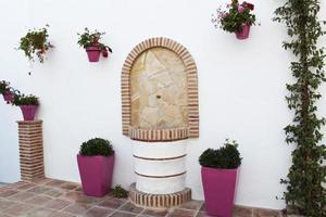 vackert torg i andalusisk by foto