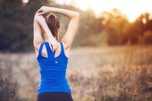 kvinna övning utomhus