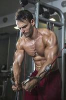 kroppsbyggare tränar foto