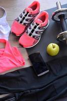 sneakers, kläder för fitness foto