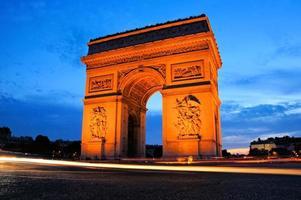 arc de triomphe vid solnedgången, Paris, Frankrike foto