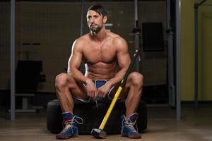 porträtt av en fysiskt fit man foto